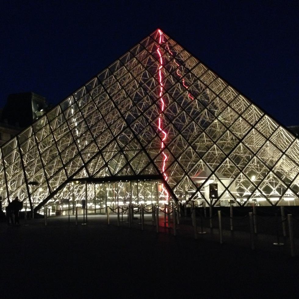 Museo de Louvre la gran pirámide